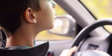 Đức: Bé 8 tuổi 'mượn' xe hơi của mẹ, phóng 140km/h đi chơi đêm