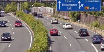 Người Việt trải nghiệm Autobahn tại Đức