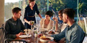 Người Đông Đức uống nhiều rượu, ăn ngon hơn