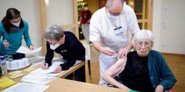 Mệt mỏi nhưng tự hào - Y bác sĩ Đức chia sẻ trải nghiệm chống COVID-19