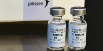 Johnson & Johnson đã hoãn phân phối vaccine ở Châu Âu do các trường hợp đông máu