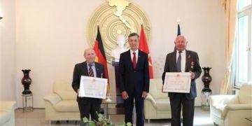 Trao tặng phần thưởng cao quý của Nhà nước Việt Nam cho hai người bạn Đức
