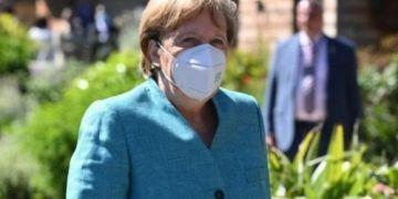 Thủ tướng Đức Angela Merkel tiêm mũi vaccine thứ 2 khác loại