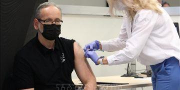 Dịch COVID-19: Gần 70% người trưởng thành ở EU đã được tiêm vaccine